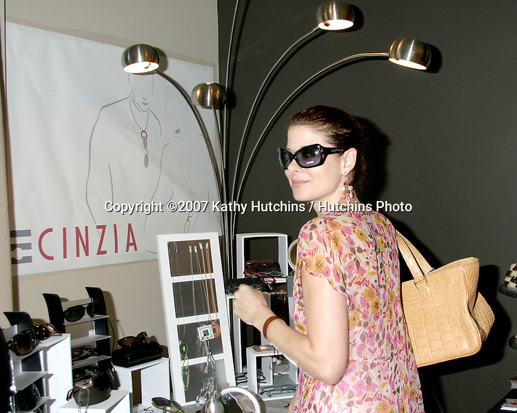 Debra Messing .GBK Emmy Gifting Suite.Hollywood Roosevelt Hotel.Los Angeles,  CA.September 14, 2007.©2007 Kathy Hutchins / Hutchins Photo...
