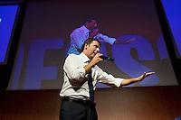 Lecco: Matteo Renzi durante il suo discorso a Bergamo, durante la sua campagna elettorale per le primarie del PD.