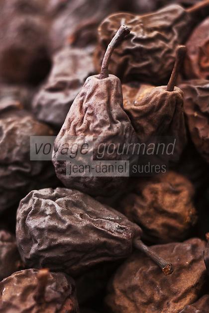 Europe/Voïvodie de Petite-Pologne/Cracovie: Poires séchées et fumées  au marché: Stary Kleparz