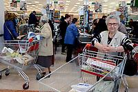 Roma, 5 Aprile 2017<br /> Donne anziane in fila alla cassa.<br /> Esselunga del prenestino.<br /> Apre il primo Superstore di Esselunga a Roma, in Via Palmiro Togliatti.
