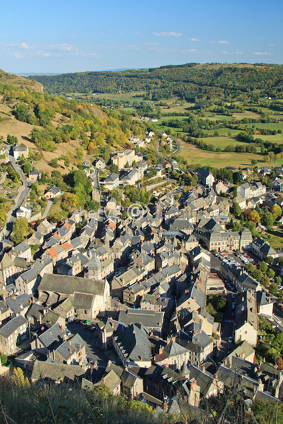 France, Cantal (15), Murat, la ville vue depuis la butte de Bonnevie // France, Cantal, Murat, view on the little city from the hill Bonnevie