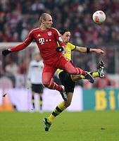 FUSSBALL  DFB-POKAL  VIERTELFINALE  SAISON 2012/2013    FC Bayern Muenchen - Borussia Dortmund          27.02.2013 Arjen Robben (li, FC Bayern Muenchen) gegen Neven Subotic (re, Borussia Dortmund)