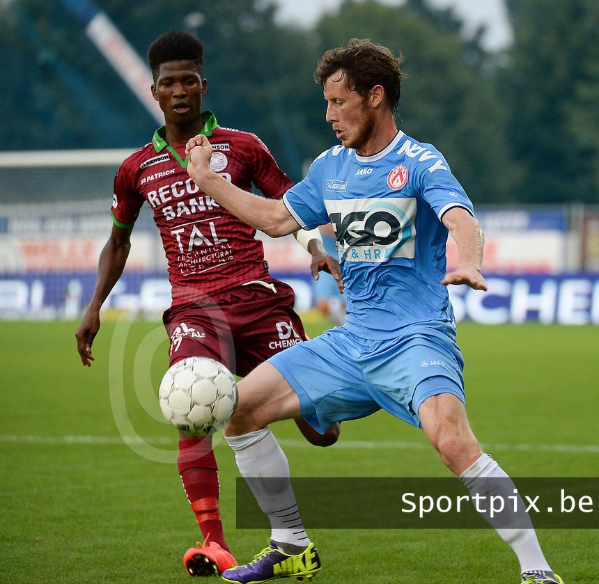 SV Zulte Waregem  - KV Kortrijk  : Thomas Matton (r) aan de bal voor Ibrahima Conte (l) <br /> foto VDB / BART VANDENBROUCKE