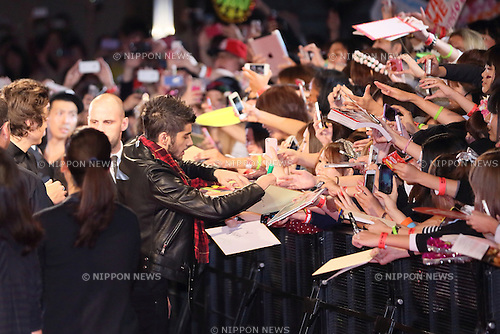November 3, 2013, Chiba, Japan - Zayn Malik of One Direction signs autographs during a fan meeting event to promote their film 'This Is Us' in Chiba prefecture. (Photo by Motoo Naka/AFLO)