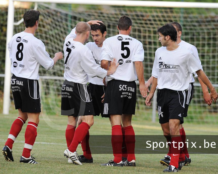 Finale Mandelcup : KFC Izegem - Winkel Sport..vreugde na de gelijkmaker..foto VDB / BART VANDENBROUCKE