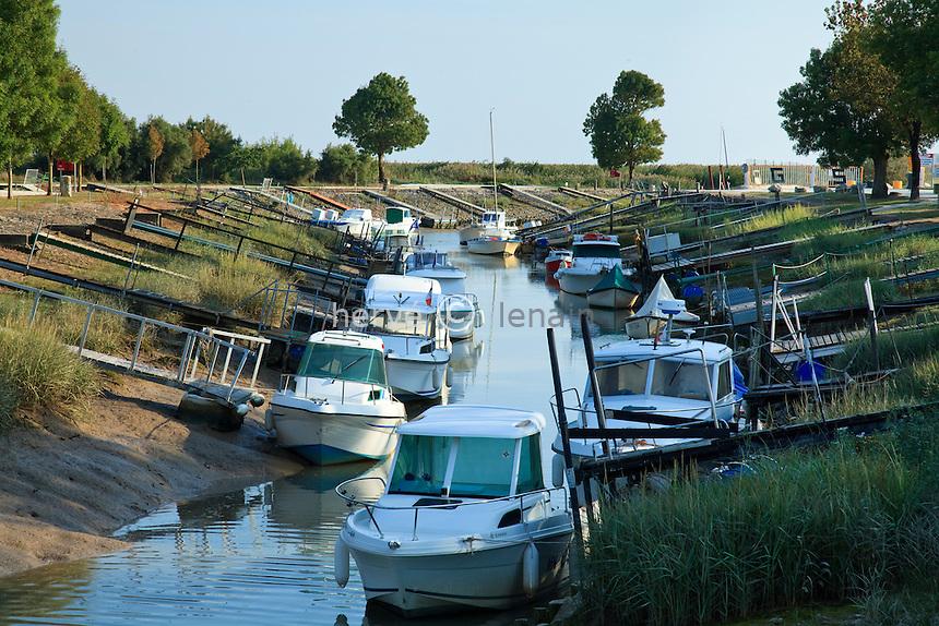 France, Charente-Maritime (17), estuaire de la Gironde, Barzan, le port des Monards // France, Charente Maritime, estuary of the Gironde, Barzan, the port of the Monards