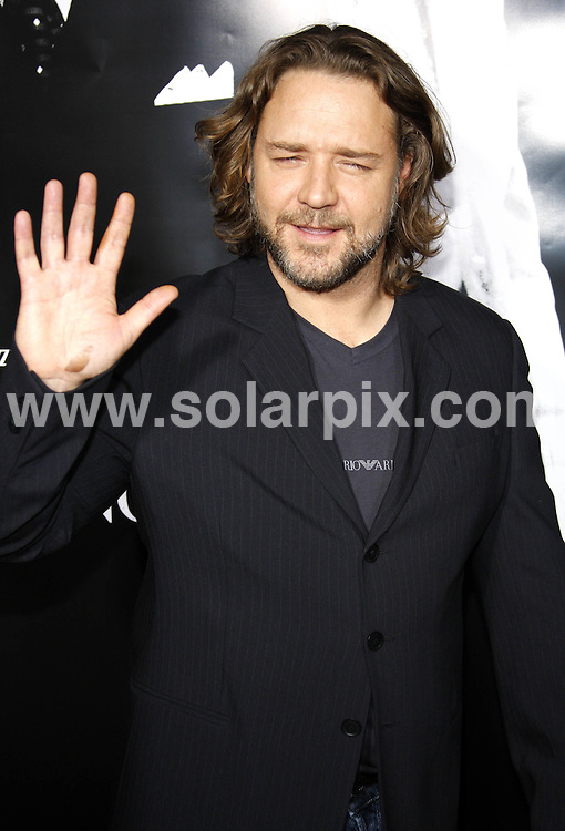 **ALL ROUND PICTURES FROM SOLARPIX.COM**.**SYNDICATION RIGHTS FOR UK, SPAIN, PORTUGAL, AUSTRALIA, S.AFRICA & DUBAI (U.A.E) ONLY**.Russell Crowe,Densel Washington and Mel Gibson attend the American Gangster Industry Screening at The ArcLight Theater in Hollywood, California in the USA..This pic:Russell Crowe.JOB REF: 5217-PHZ    DATE:29_10_07 .**MUST CREDIT SOLARPIX.COM OR DOUBLE FEE WILL BE CHARGED* *UNDER NO CIRCUMSTANCES IS THIS IMAGE TO BE REPRODUCED FOR ANY ONLINE EDITION WITHOUT PRIOR PERMISSION*