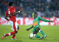 Fussball International  Freundschaftsspiel   14.11.2012 Oesterreich - Elfenbeinkueste David Alaba (li, Oesterreich) gegen Arthur BOKA (Elfenbeinkueste)