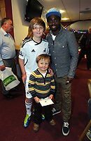 Pictured: Nathan Dyer (R) with two young supporters. Thursday 15 December 2011<br />