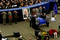 STRASBOURG, FRANCE - JULY 01: The guard of honor carrie the coffin of former German Chancellor Helmut Kohl draped with a flag of the European Union out of the memorial ceremony at the European Parliament on July 1, 2017 in Strasbourg, France. Kohl was chancellor of Germany for 16 years and led the country from the Cold War through to reunification. He died on June 16 at the age of 87<br /> Foto Elyxandro Cegarra / Panoramic / Insidefoto <br /> ITALY ONLY