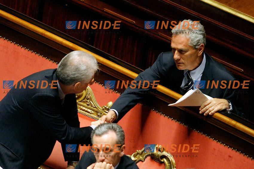 Mario Monti stringe la mano a Francesco Rutelli.Roma 03/07/2012 Senato. Informativa del Premier sull'esito del Vertice di Bruxelles..Photo Samantha Zucchi Insidefoto