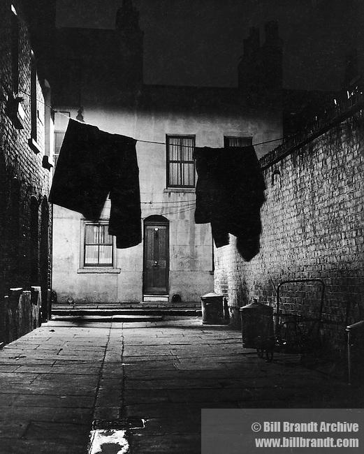 Alley in Bermondsey 1940s