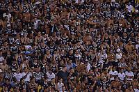 SÃO PAULO, SP, 05.02.2014 - CAMPEONATO PAULISTA - CORINTHIANS x BRAGANTINO: Torcida Gaviões da Fiel protesta ficando sentada e sem gritar durante partida Corinthians x Bragantino, válida pela 6ª rodada do Campeonato Paulista de 2014, disputada no estádio do Pacaembu em São Paulo. (Foto: Levi Bianco / Brazil Photo Press)