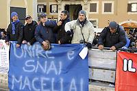 Roma, 12 Gennaio 2012.Piazza Montecitorio.Lavoratori e lavoratrici dell'ippica protestano contrio i tagli del governo al settore