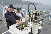 - campaign of surveys performed by CNR, ENEA and other international scientific institutes for waters monitoring in the gulf of La Spezia, for study of climatic changes effects on currents and marine ecosystem; .unload of data from the probe for control of temperature, salinity and other parameters of the water..- campagna di rilevamenti svolta dal CNR, dall'ENEA e numerosi altri istituti scientifici internazionali per il monitoraggio delle acque nel golfo di La Spezia, finalizzata allo studio degli effetti dei cambiamenti climatici sulle correnti e sull'ecosistema marino; scarico dei dati dalla sonda per il controllo di temperatura, salinità e altri parametri dell'acqua