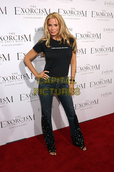 "CINDY MARGOLIS.'The Exorcism Of Emily Rose' Premiere,.Cinerama Dome, .Hollywood, 7th September 2005.full lemgth black t-shirt ""I look hotter online"" denim jeans hand hip.Ref: ADM/ZL.www.capitalpictures.com.sales@capitalpictures.com.© Capital Pictures."
