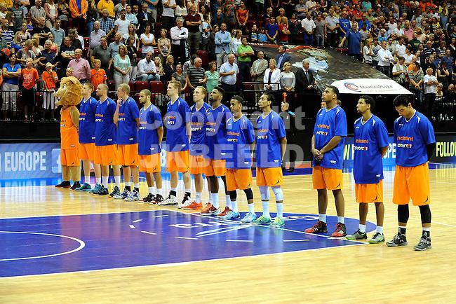 GRONINGEN  Basketbal, Nederland - Israel, Martiniplaza, EK kwalificatie ,  seizoen 2014-2015, 13-08-2014, Nederlands team bij volksliederen