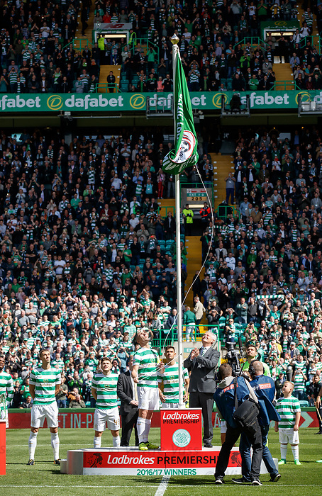 Celtic unfurl flag