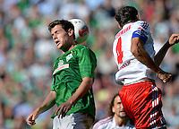 FUSSBALL   1. BUNDESLIGA   SAISON 2012/2013   2. Spieltag SV Werder Bremen - Hamburger SV                     01.09.2012         Zlatko Junuzovic (li, SV Werder Bremen) gegen Heiko Westermann (re, Hamburger SV)