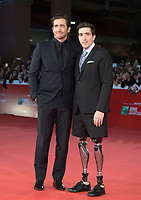 "L'attore americano Jake Gyllenhaal (s) posa con sul red carpet con l'autore americano Jeff Bauman (d) per la presentazione del film ""Stronger"" alla Festa del Cinema di Roma , 28 Ottobre 2017.<br /> US actor Jake Gyllenhaal (l) poses with US author Jeff Bauman (r) on the red carpet to present the movie ""Stronger"" during the international Rome Film Festival at Rome's Auditorium, October 28, 2017.<br /> UPDATE IMAGES PRESS/Karen Di Paola"