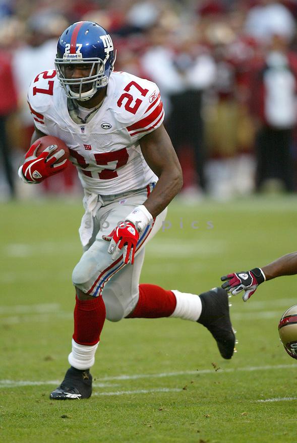 Brandon Jacobs, of the New York Giants , in action against the San Francisco 49ers  on November 6, 2005...Chris Bernacchi / SportPics..Giants  wins 24-6