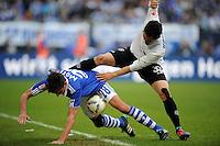 FUSSBALL   1. BUNDESLIGA   SAISON 2011/2012   29. SPIELTAG FC Schalke 04 - Hannover 96                                08.04.2012 Christoph Moritz (li, FC Schalke 04)  gegen Manuel Schmiedebach (re, Hannover 96)