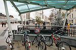 20080109 - France - Aquitaine - Pau<br /> TOUT LE CENTRE-VILLE DE PAU EST INTERDIT AUX VOITURES : SEULS PASSENT LES BUS, NAVETTES GRATUITES, VELOS ET PIETONS.<br /> Ref : CENTRE_PIETONNIER_008.jpg - © Philippe Noisette.