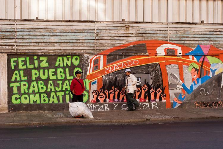 In Chile ,Valparaiso is a very cultural city where every walls<br />  can show graffiti .<br /> Au Chili ,Valparaiso est une ville tr&egrave;s culturelle ou chaque mur peut montrer un graffiti.