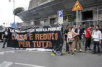 "Roma, 4 Giugno 2010.Largo Corrado Ricci.Un gruppo di giovani dei comitati per il reddito Generazone P occupa la dìsede del centro Informagiovani ""going"" per denunciare le politiche del comune su casa e lavoro.Rome, June 4, 2010.Largo Corrado Ricci.A group of youth committees for income ""Generazone P""occupies the central office of the Youth Information Centre ""going"" to denounce the policies of the municipality about home and work"