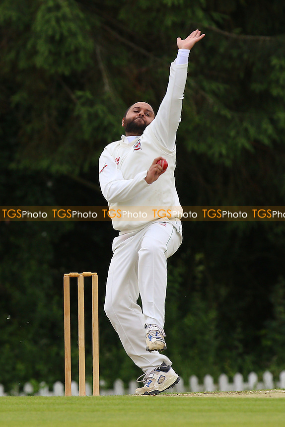 S Hafeez in bowling action for Ilford during Shenfield CC vs Ilford CC, Shepherd Neame Essex League Cricket at Chelmsford Road on 2nd July 2016