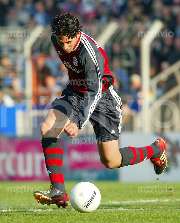 Fussball / 1. Bundesliga Saison 2002/2003 Claudio PIZARRO, Einzelaktion am Ball FC Bayern Muenchen