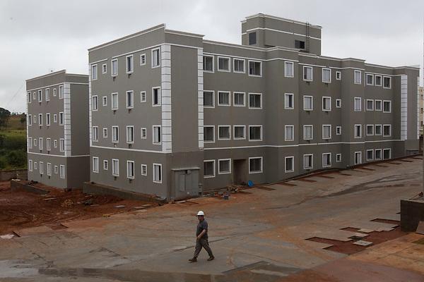 Sao Jose do Rio Preto_SP, 10 de Junho de 2011.<br /> <br /> MINHA CASA MINHA VIDA<br /> <br /> Fotos das obras do empreendimento Rio Potengi da construtora MRV.<br /> <br /> FOTO: MARCUS DESIMONI / NITRO