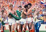 Duitsland, 02-07-1988,  EK 1988 Oranje Europees kampioen, archiefbeelden, vreugde bij Gullit en Rijkaaard  en   matchwinnaar Kieft (L0 na de gewonnen wedstrijd tegen Ierland. ( l) Wouters , achter Bosman, en rechts achter Ronald Koeman..© foto Michael Kooren/Hollandse Hoogte.