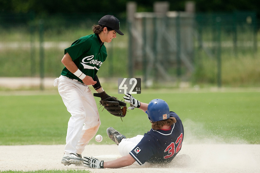 22 May 2009: Maxime Lefevre of Montigny fails to catch the ball as Kyle Gruver of La Guerche slides safely during the 2009 challenge de France, a tournament with the best French baseball teams - all eight elite league clubs - to determine a spot in the European Cup next year, at Montpellier, France.
