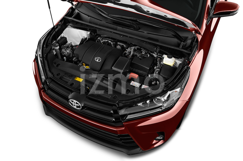 Car Stock 2018 Toyota Highlander SE 5 Door SUV Engine  high angle detail view