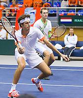 05-03-11, Tennis, Oekraine, Kharkov, Daviscup, Oekraine - Netherlands, Thiemo de Bakker/Robin Haase  op de achtergrond captain Jan Siemerink