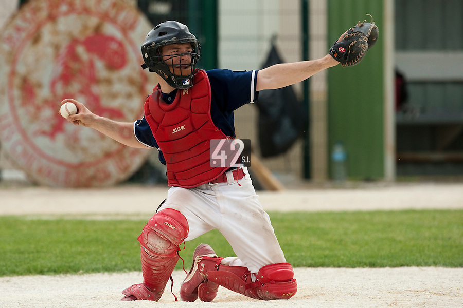 22 May 2009: Fabrice Morlier of La Guerche is seen catching during the 2009 challenge de France, a tournament with the best French baseball teams - all eight elite league clubs - to determine a spot in the European Cup next year, at Montpellier, France.
