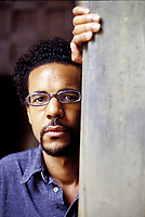 Colson Whitehead (New York, 1969) è autore di altri sette libri, fra opere di narrativa e saggistica. I romanzi John Henry Festival (finalista al Premio Pulitzer nel 2002). Colson Whitehead (born November 6, 1969) is an American novelist. He is the author of six novels, including his debut work, the 1999 novel The Intuitionist, and The Underground Railroad (2016), Mantova, settembre 2002. © Leonardo Cendamo