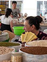 Gewürze auf dem Basar, Samarkand, Usbekistan, Asien<br /> spices, Bazaar in Samarkand, Uzbekistan, Asia