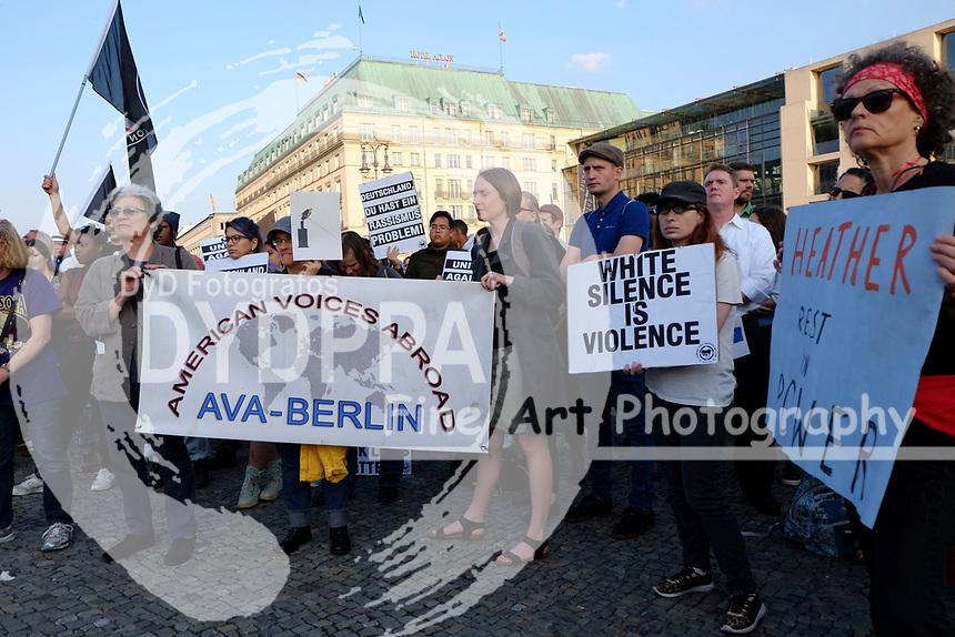 Demonstration unter dem Motto 'Berlin stands with Charlottesville' als Reaktion auf die gewalttätigen Auschreitungen zwischen rechten und linken Demonstranten in der US-Stadt Charlottesville bei denen eine Person ums Leben kam. Berlin, 16.08.2017