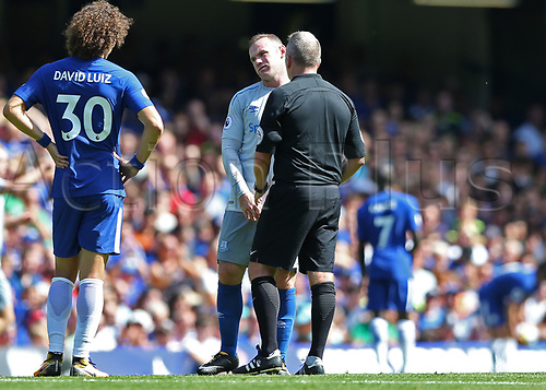 27th August 2017, Stamford Bridge, London, England; EPL Premier League football, Chelsea versus Everton; Referee Jonathan Moss warning Wayne Rooney of Everton after being tackled by Marco Alonso of Chelsea