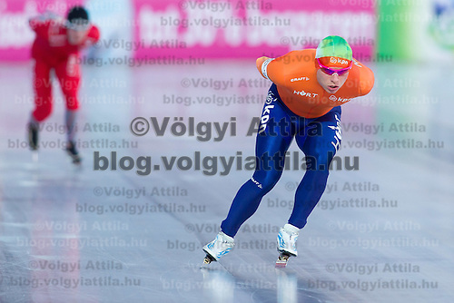 Netherlands's Koen Verweij (R) competes in the Men's 10000m race of the Speed Skating All-round European Championships in Budapest, Hungary on January 8, 2012. ATTILA VOLGYI