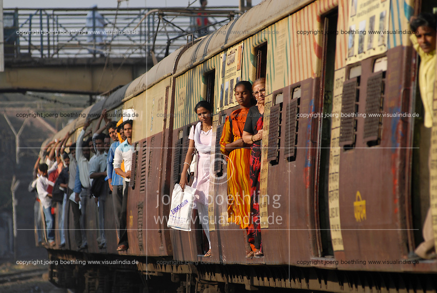 INDIA Mumbai Bombay <br /> commuter in crowded suburban train of western railways at Bandra station, special women compartment / INDIEN Bombay Mumbai das Wirtschaftszentrum und Finanzzentrum Indiens, <br /> Pendler in überfuellten S-Bahn Zuegen der Western Railways in Bandra, Frauenabteil