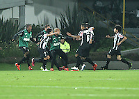 BOGOTA- COLOMBIA – 18-03-2015: Los jugador del Atletico Mineiro de Brasil celebran el gol anotado Independiente Santa Fe de Colombia,  durante partido entre Independiente Santa Fe de Colombia y Atletico Mineiro de Brasil, por la segunda fase, grupo 1, de la Copa Bridgestone Libertadores en el estadio Nemesio Camacho El Campin, de la ciudad de Bogota. / The players of Atletico Mineiro of Brasil, celebrate  the scored goal to Independiente Santa Fe of Colombia during a match between Independiente Santa Fe of Colombia and Atletico Mineiro of Brasil for the second phase, group 1, of the Copa Bridgestone Libertadores in the Nemesio Camacho El Campin in Bogota city. Photo: VizzorImage / Luis Ramirez / Staff.