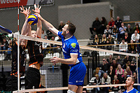 GRONINGEN - Volleybal, Lycurgus - Papendal, Eredivisie,  seizoen 2019-2020, 19-1-2020,  Lycurgus speler Eric van der Schaaf in duel met het blok