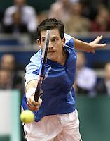23-2-06, Netherlands, tennis, Rotterdam, ABNAMROWTT, Tim Henman misses a volley in his match against Novak Djokovic i