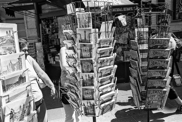 Roma, chiosco --- Rome, kiosk