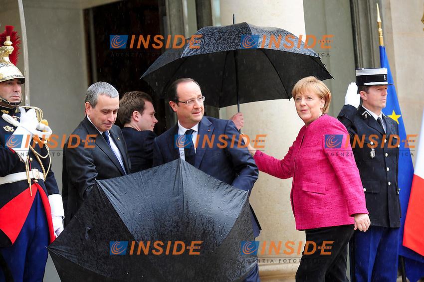 Francois Hollande Presidente della Repubblica francese  e Angela Merkel Cancelliere Germania<br /> Parigi 30/5/2013 Eliseo <br /> Vertice tra il Presidente della Repubblica francese e il Cancelliere tedesco<br /> Foto JB Autisser / Panoramic / Insidefoto