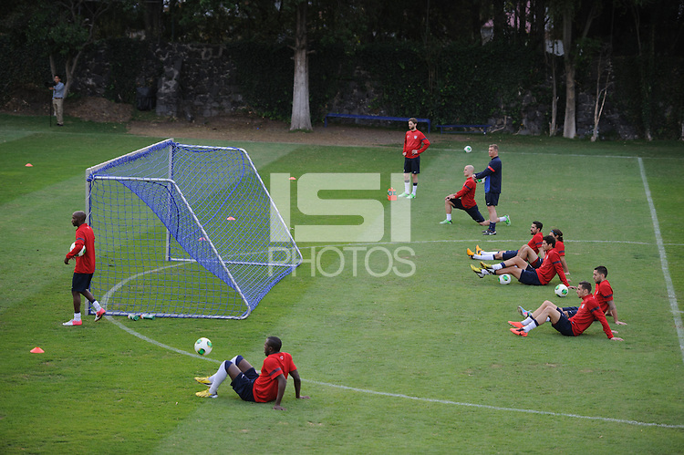 Mexico City, Mexico - Sunday, March 24, 2013: The USMNT practices at the Cruz Azul fields before facing Mexico.
