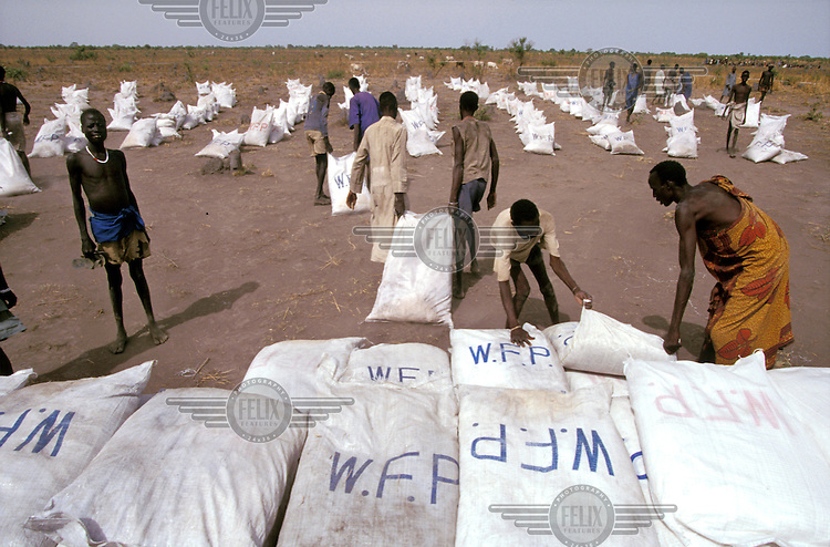 ©Paul Lowe/Panos Pictures..Ajiep SUDAN  1998..WFP (World Food Programme) food distribution point. .Southern Sudan is on the verge of another devastating famine with up to 500,000 people reportedly in danger. As the plight of the Dinka people became international news in April 1998, pressure was brought to bear on the Muslim government, who are fighting a civil war with the tribespeople in the predominantly Christian south, to allow more relief flights into the affected areas.